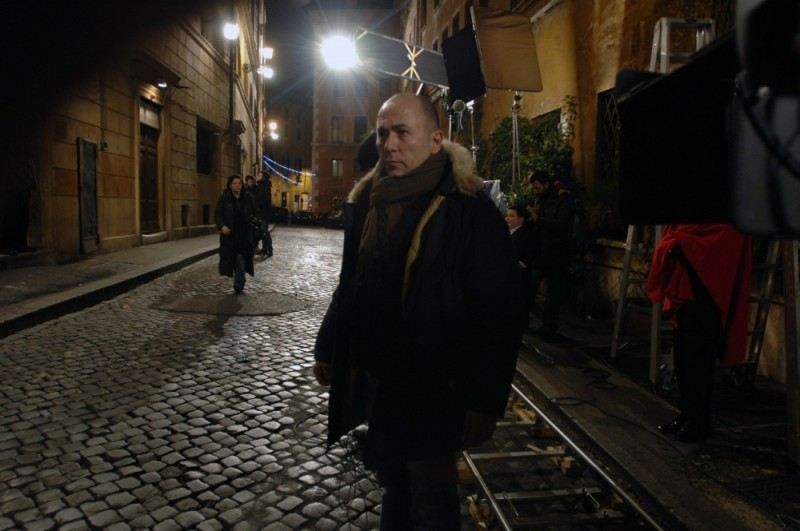Il regista Ferzan Ozpetek sul set del film Magnifica presenza