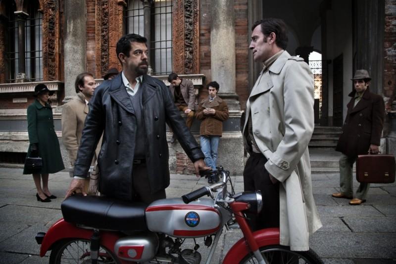 Romanzo di una strage: Pierfrancesco Favino e Valerio Mastandrea in una scena del film