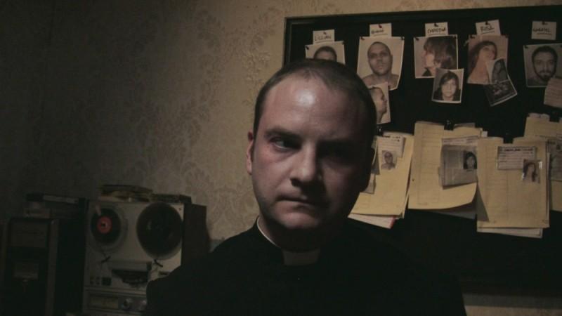 Evan Helmuth è padre David in una scena dell'horror L'altra faccia del diavolo