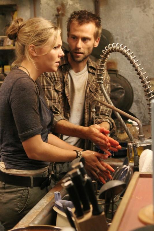 Joe Anderson nella serie tv The River con Eloise Mumford (episodio Los Ciegos)