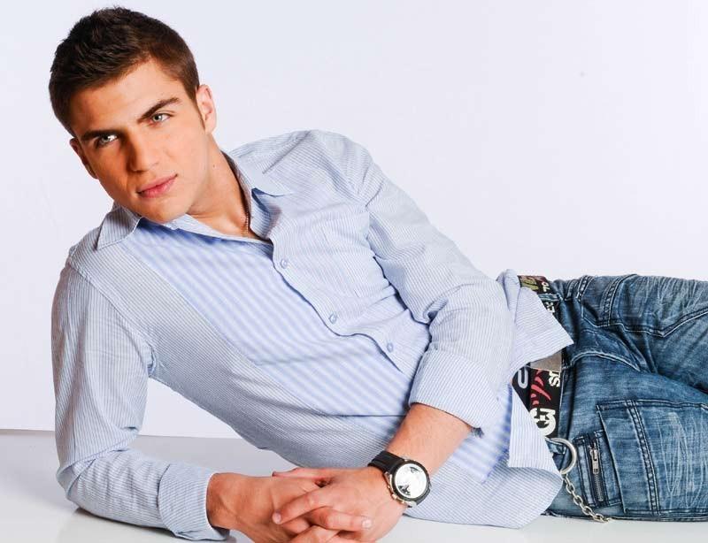 Maxi Iglesias in una immagine promo