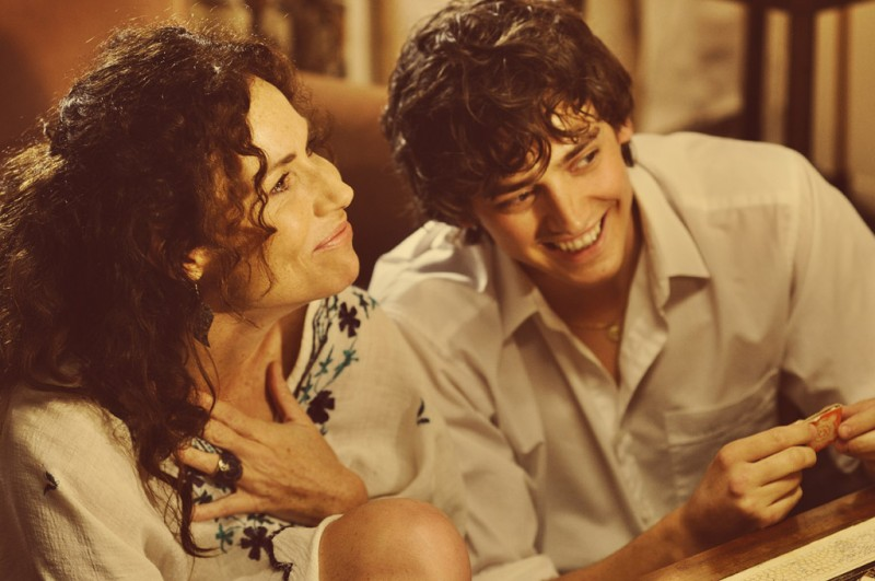 Minnie Driver insieme ad Aneurin Barnard in Hunky Dory