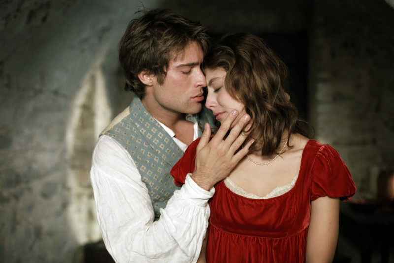 La Certosa di Parma: Rodrigo Guirao Diaz ed Alessandra Mastronardi in una scena della fiction