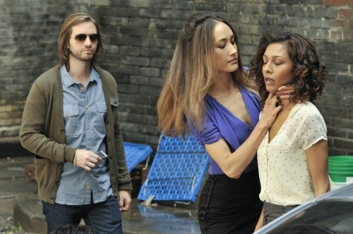 Nikita: Aaron Stanford, Maggie Q e Rekha Sharma nell'episodio Knightfall