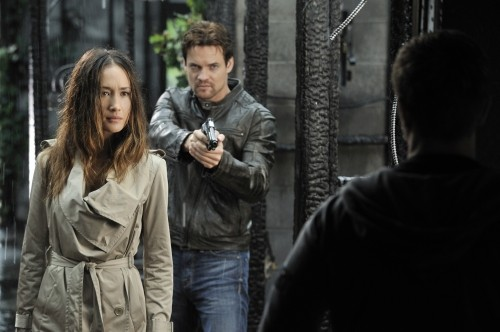 Nikita: Maggie Q e Shane West nell'episodio Falling Ash
