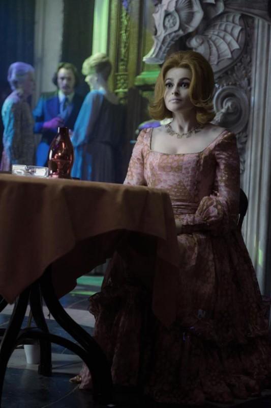 La bella e stralunata Helena Bonham Carter in un'immagine di Dark Shadows
