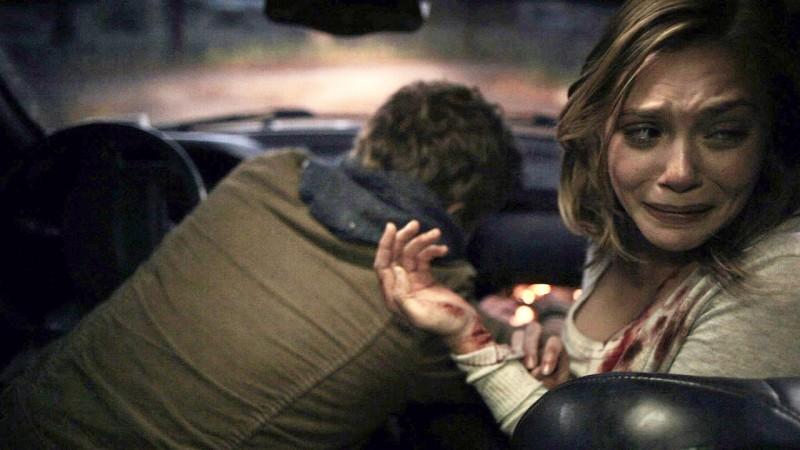 Elizabeth Olsen in una scena drammatica di Silent House.