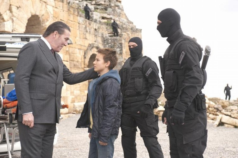 Ghost Rider: Spirito di vendetta, Ciarán Hinds insieme al piccolo Fergus Riordan in una scena del film