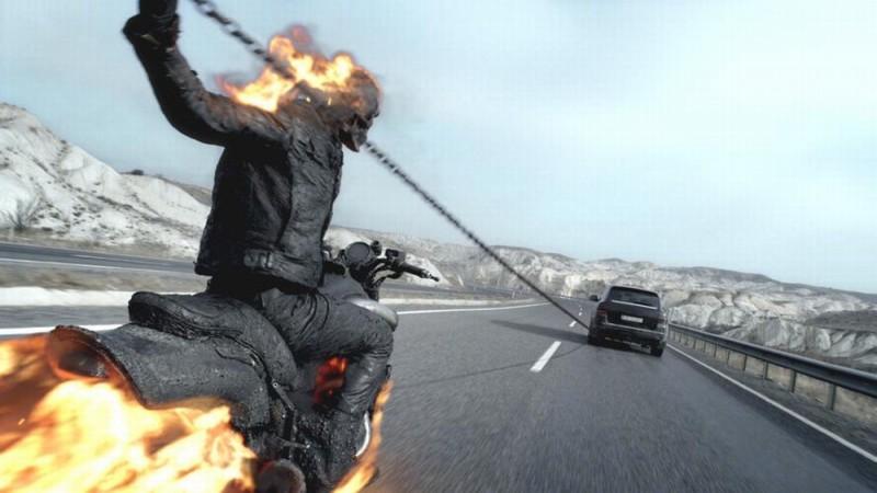 Ghost Rider: Spirito di vendetta, il motociclista fantasma in una scena d'azione del film