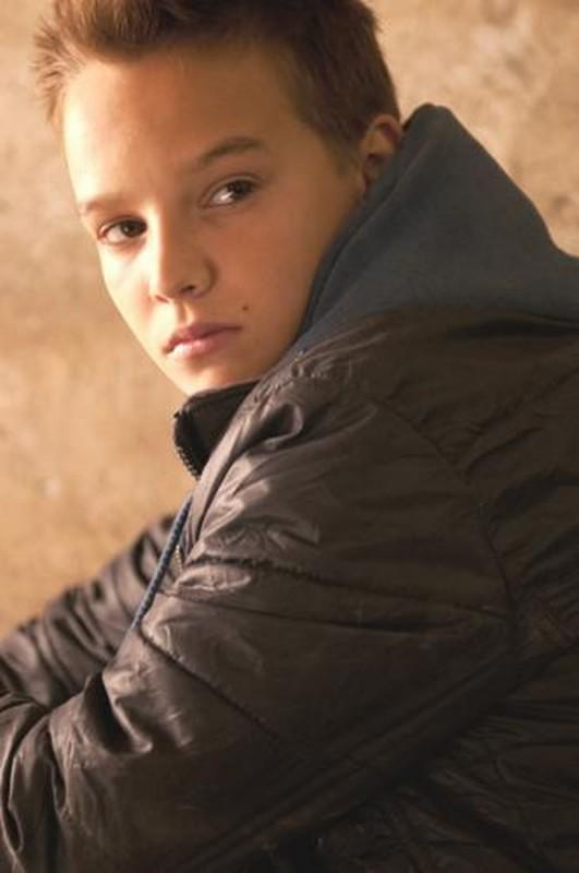 Ghost Rider: Spirito di vendetta, il piccolo Fergus Riordan in una scena del film