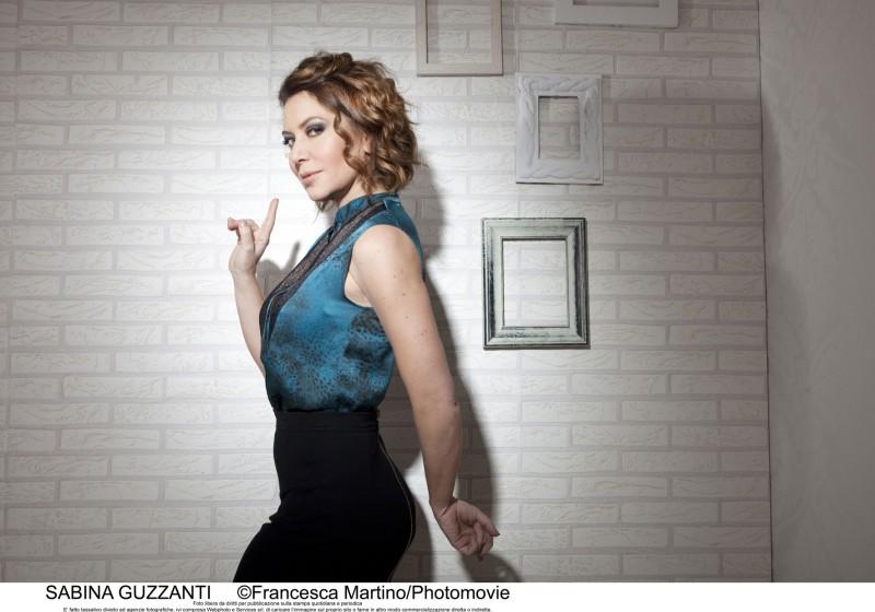Sabina Guzzanti in un'immagine promozionale per il suo nuovo show, Un due tre stella