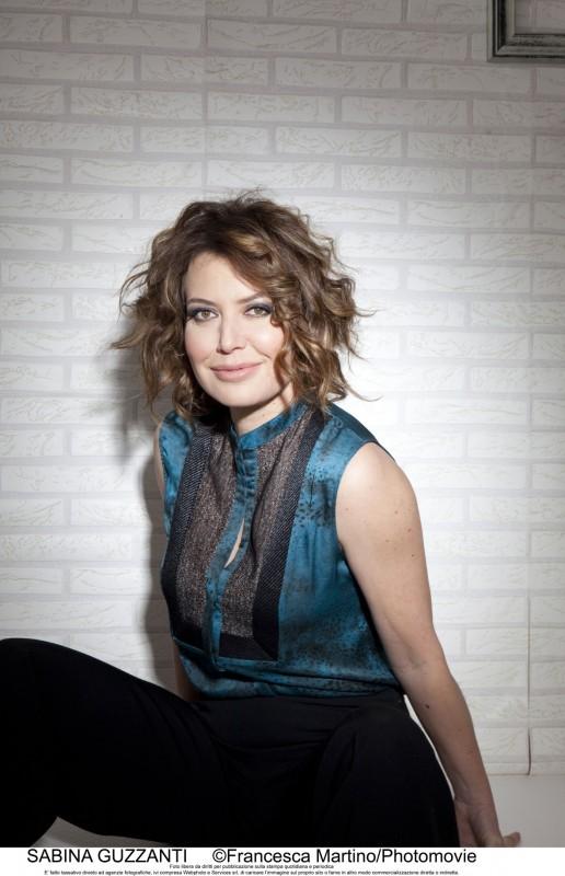 Sabina Guzzanti in un'immagine promozionale per la trasmissione Un due tre stella