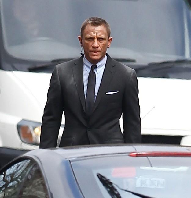 Un'immagine di Daniel Craig rubata dal set di Skyfall