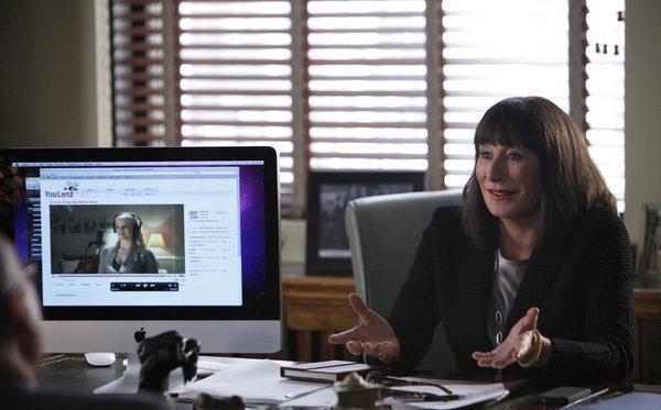 Anjelica Huston nel ruolo di Eileen Rand: foto di scena della serie TV Smash, prima stagione