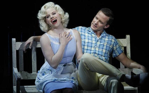 Megan Hilty e Will Chase nelle vesti di Marilyn Monroe e Joe DiMaggio nell'episodio Entra Joe Di Maggio di Smash