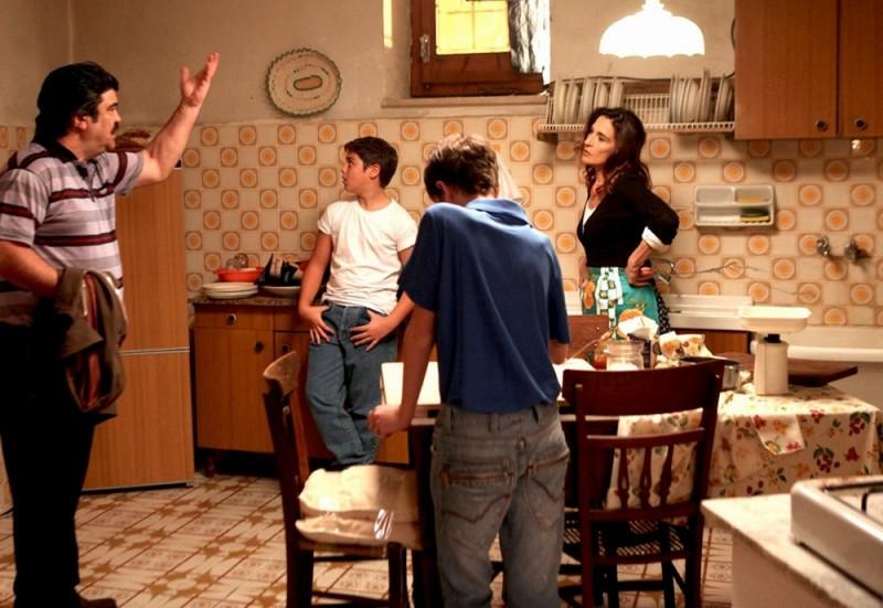 Poker Generation: Lina Sastri e Francesco Pannofino in una scena del film