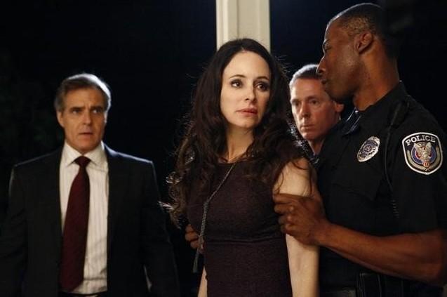 Revenge: Henry Czerny e Madeleine Stowe nell'episodio Scandal