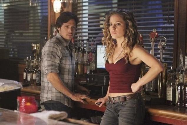 Revenge: Margarita Levieva e Nick Wechsler nell'episodio Infamy