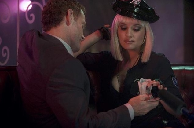 Revenge: Max Martini e Margarita Levieva nell'episodio Il bene e il male