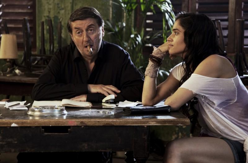 StreetDance 2: Tom Conti insieme a Sofia Boutella in una scena del film