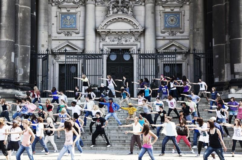 StreetDance 2: una suggestiva coreografia di danza di gruppo tratta dal film