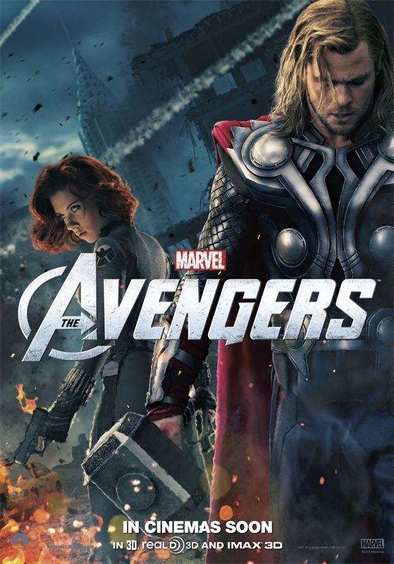 The Avengers: nuovo character poster di Thor/Chris Hemsworth. Sullo sfondo appare Black Widow