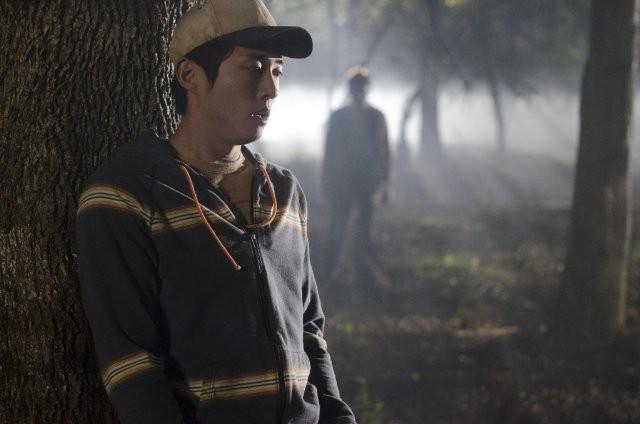 The Walking Dead: Steven Yeun in una tesa scena dell'episodio Il giustiziere