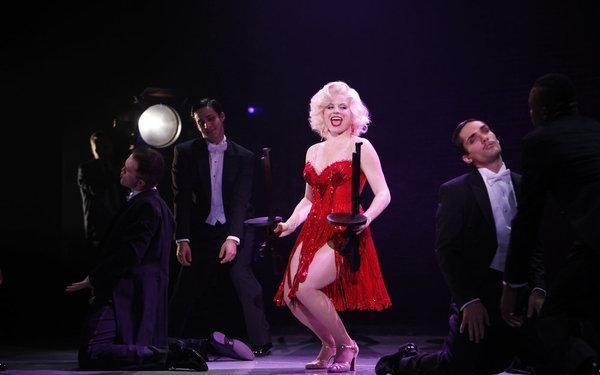 Megan Hilty nei panni di Marilyn Monroe nell'episodio Senza inibizioni di Smash