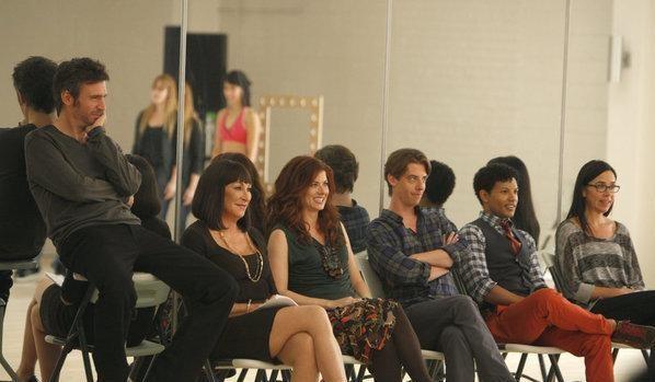 Anjelica Huston, Jack Davenport, Debra Messing e Christian Borle nell'episodio Il secondo provino di Smash