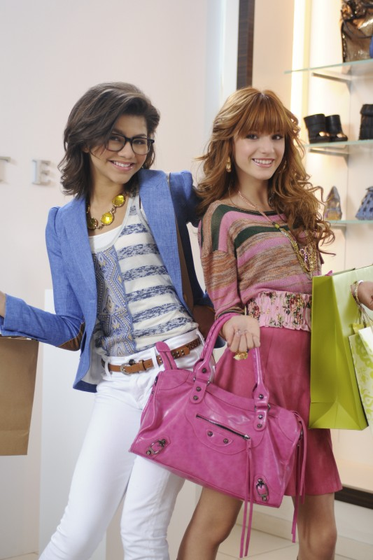 Bella Thorne e Zendaya nel film TV Nemiciperlapelle