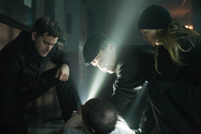 Fringe: Joshua Jackson, John Noble e Anna Torv nell'episodio Welcome to Westfield
