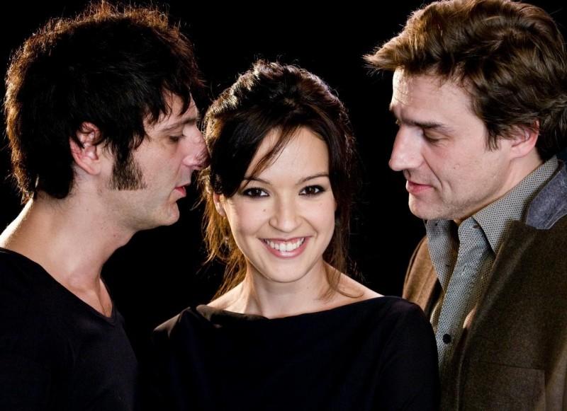 Verónica Sánchez, Ernesto Alterio e Alberto San Juan in una foto promo de La montaña rusa