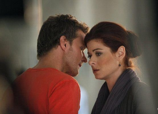 Will Chase e Debra Messing in una foto di scena del sesto episodio di Smash