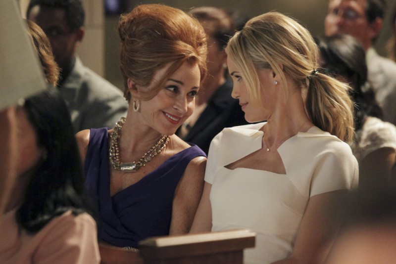 GCB: Annie Potts e Leslie Bibb nell'episodio Hell Hath No Fury