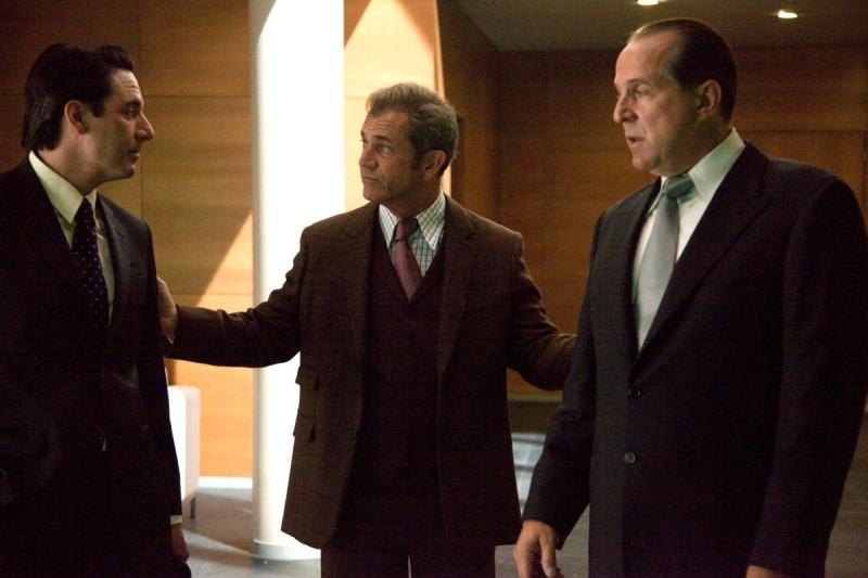 Viaggio in paradiso: Mel Gibson in una scena del film insieme a Peter Stormare e Scott Cohen