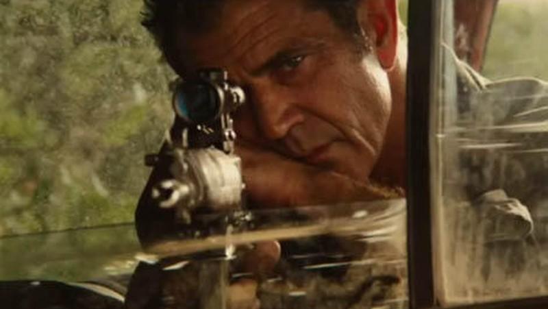 Viaggio in paradiso: Mel Gibson prende la mira in una scena del film d'azione diretto da Adrian Grunberg