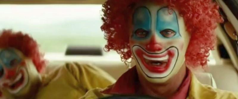 Viaggio in paradiso: Mel Gibson si camuffa con una maschera da clown in una scena del film