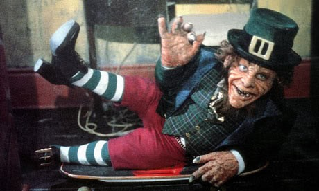 Warwick Davis è il dispettoso Leprechaun