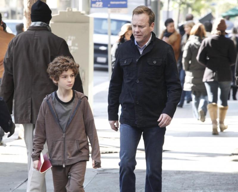Kiefer Sutherland e David Mazouz nel ruolo di padre e figlio in Touch, episodio 1+1=3