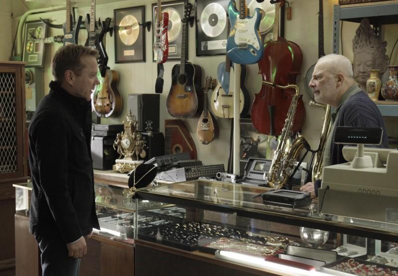 Kiefer Sutherland e la guest star Jude Ciccolella nel secondo episodio di Touch