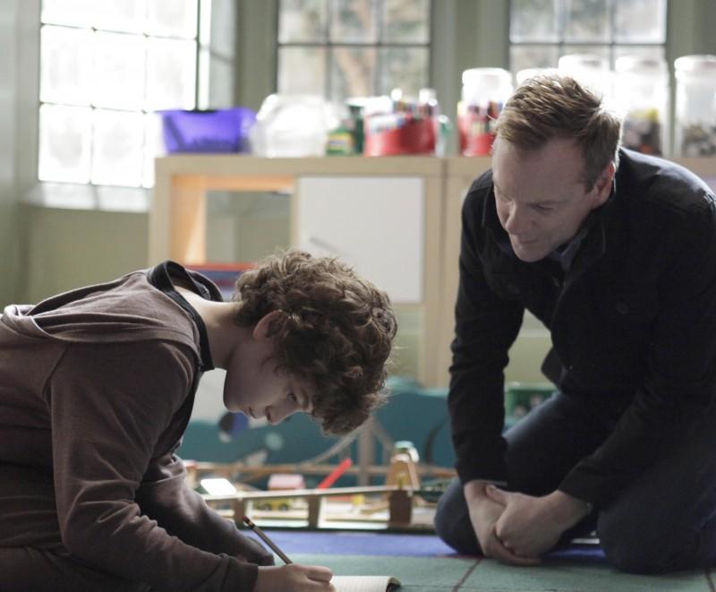 Touch: Kiefer Sutherland nel ruolo di Martin con il giovane David Mazouz nell'episodio 1+1=3