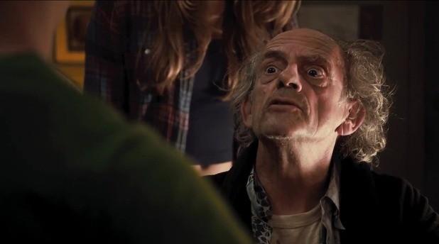 Christopher Lloyd in una scena di Piranha 3DD