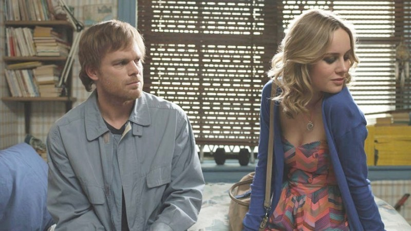 Michael C. Hall con Brie Larson in The Trouble with Bliss