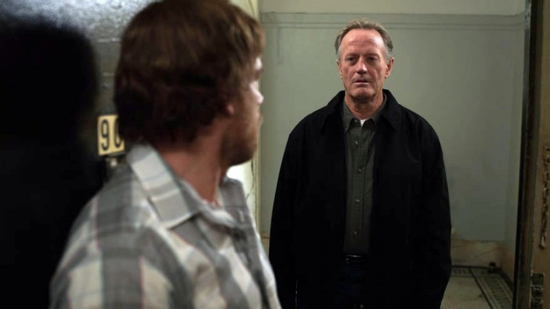 Peter Fonda e Michael C. Hall (di spalle) in The Trouble with Bliss