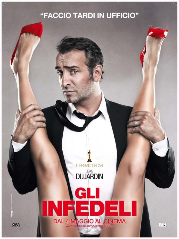 Gli infedeli: Jean Dujardin fa tardi in ufficio in uno dei character poster italiani del film