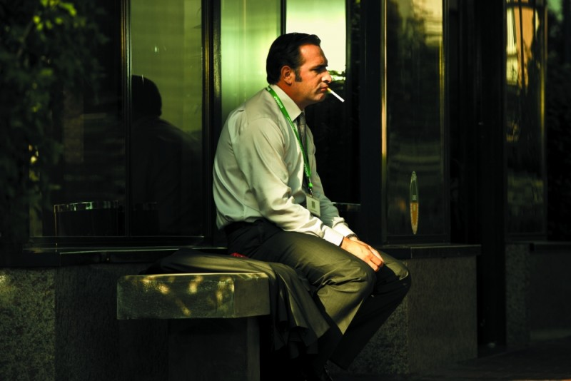 Jean Dujardin in una scena de Gli infedeli
