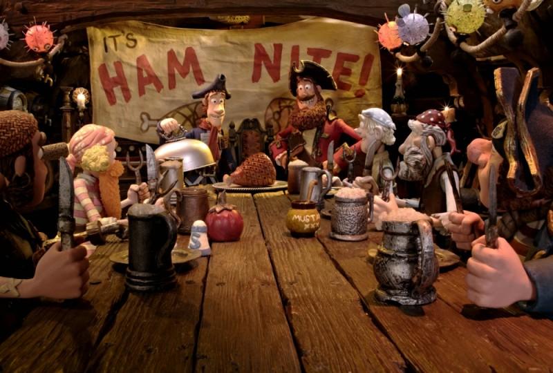 Pirati! Briganti da strapazzo: il Capitano dei Pirati insieme alla sua ciurma celebrano la notte del prosciutto