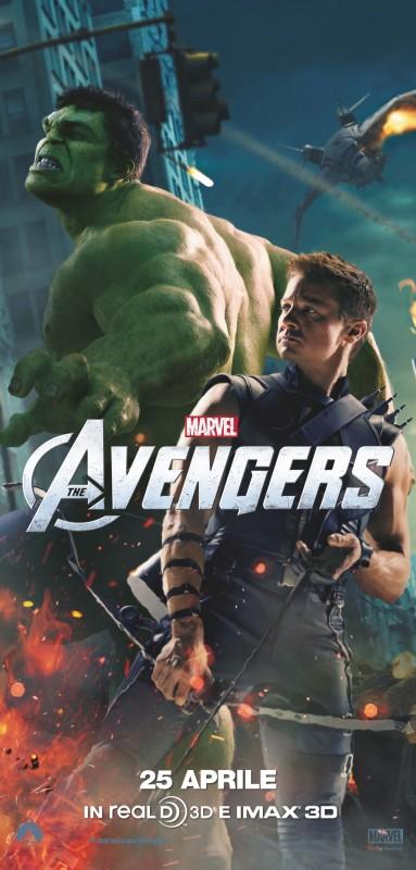 The Avengers: Jeremy Renner nei panni di Occhio di Falco in uno dei character poster italiani del film in coppia con Hulk