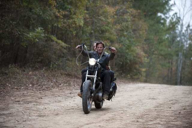 The Walking Dead: Norman Reedus è Daryl nell'episodio La linea del fuoco