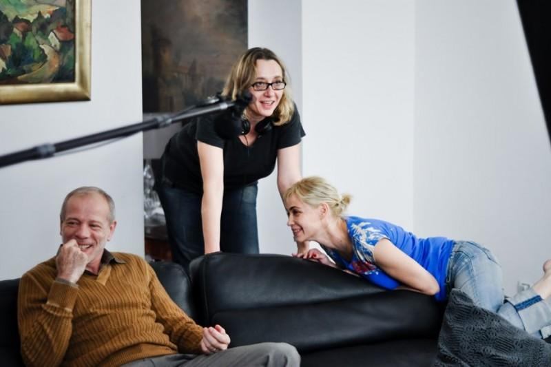 Emmanuelle Béart sul set di Bye Bye Blondie con Pascal Greggory e la regista Virginie Despentes